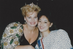 MTOA 1988-89 Maria Eguro with Miss America 1989 Gretchen Carlson